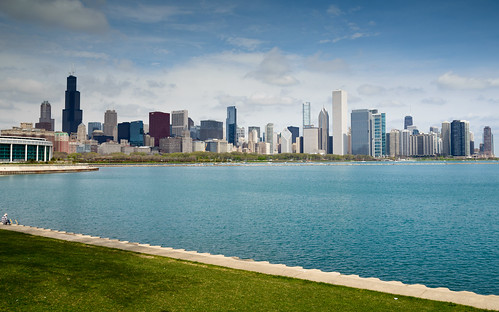 blue sky usa lake chicago water skyline clouds us illinois cityscape skyscrapers unitedstates unitedstatesofamerica shoreline himmel wolken lakemichigan northamerica wolkenkratzer
