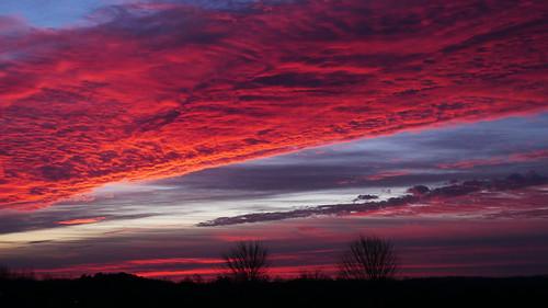 sooc clouds cloud red beforedawn beforesunrise dawsoncounty dawson twotrees silhouette shapedynamics generalrelativity chemtrails