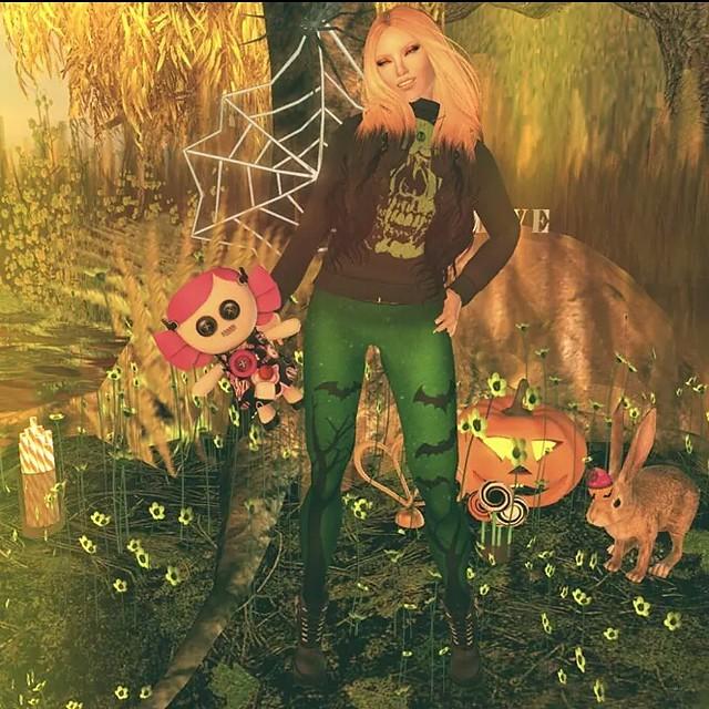 Fabfree halloween trick or treat photo challenge