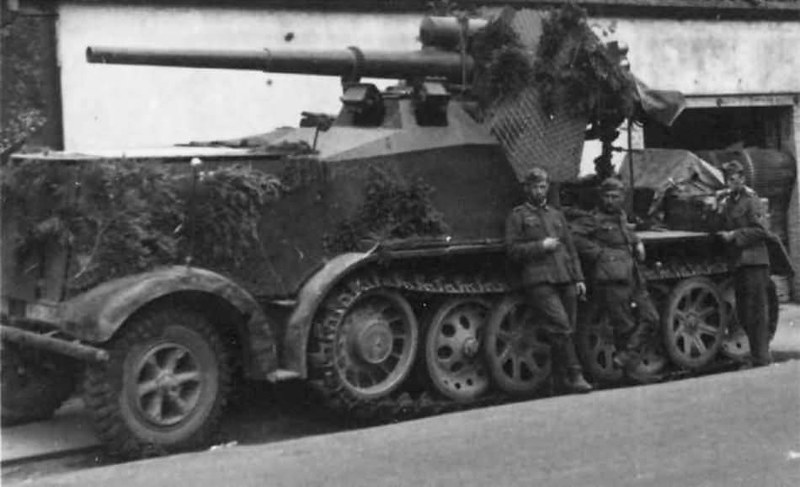 8,8cm Pak 68 monted on halftrack chassis