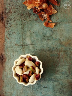 Almonds and Pistachio | by lubnakarim06
