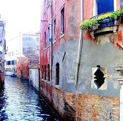 #venice, #italy, #canal, #adriatic, #sea, #architecture, #pink, #streetphotography