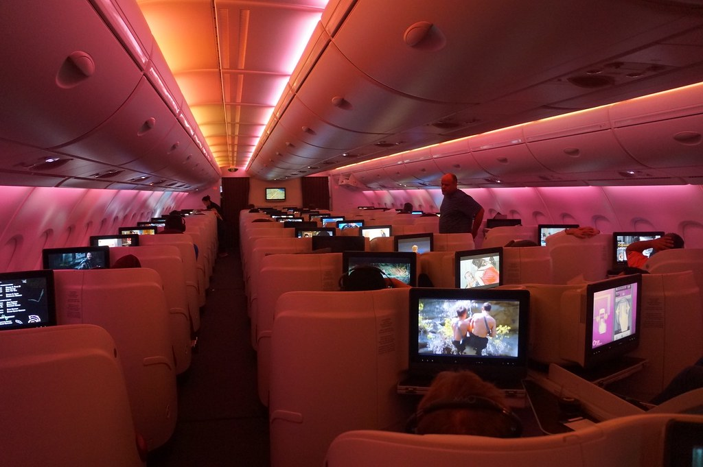 QATAR AIRWAYS AIRBUS A380 BUSINESS CLASS CABIN 2014 - 20