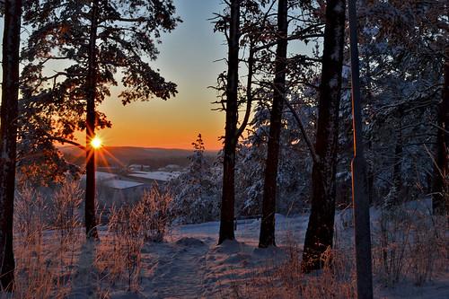 winter suomi finland snow evening hill sunset sun light auringonlasku aurinko colors colorful cold nature nikon luonto lunta sky maisema trees view scape landscape weather frost pakkanen ilta iltaaurinko beauty mood atmosphere sunlight sunrays coldsunset twitter google rays sunburst d3200 nikond3200 europe