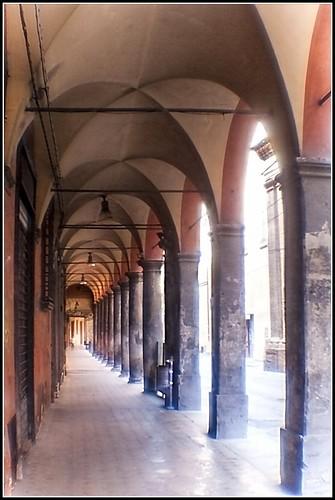 Bologna in agosto: via Barberia