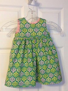 My first Geranium dress. It's a pretty easy pattern. I just need to put the buttons on.