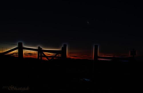 sunrise fence earlymorning crescentmoon fencefriday topazglow
