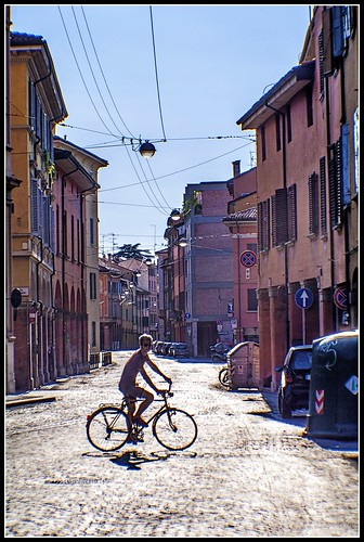 Bologna in agosto: via Saragozza