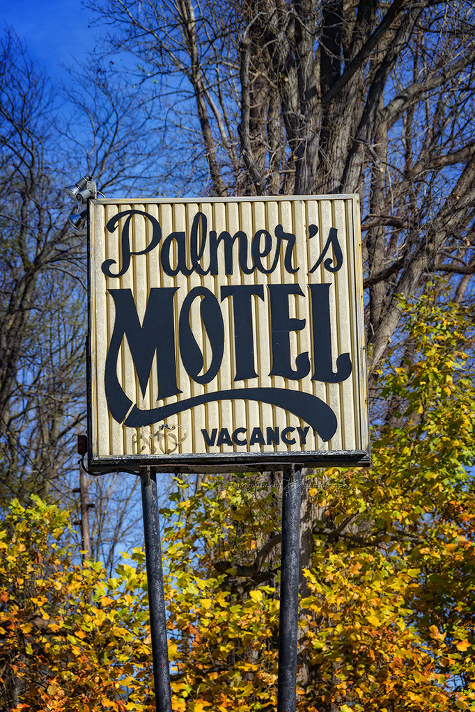 palmer's motel   Erie, PA     just a little bit of neon on t
