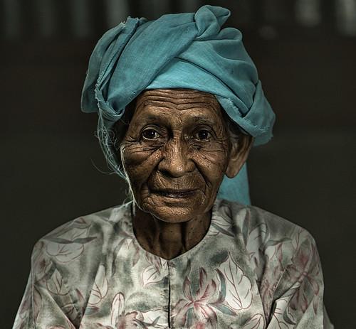 eos asia malaysia usm oldwomen humaninterest kelantan canonef70200mmf28 hyperportrait canon1dx