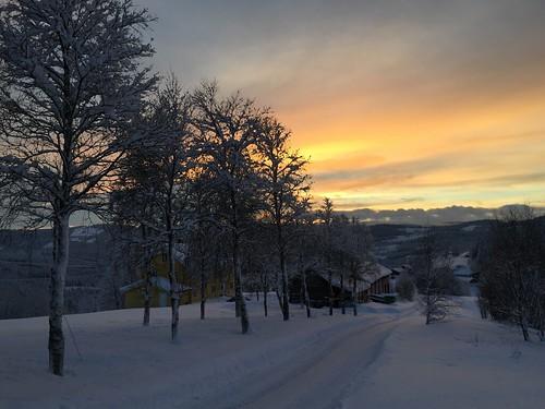 road schnee sunset sun white snow norway soleil norge sonne kar beitostølen snø helios güneş weis valdres elberthubbard hewhodoesnotunderstandyoursilencewillprobablynotunderstandyourwords