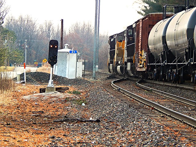 NS speeding toward Warsaw on the Marion Branch