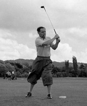 Douglas Bader jugando a golf