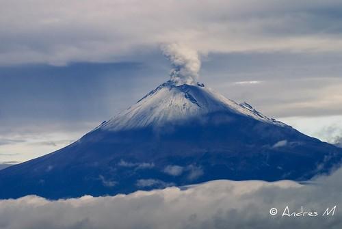 Popocatepetl entre nubes