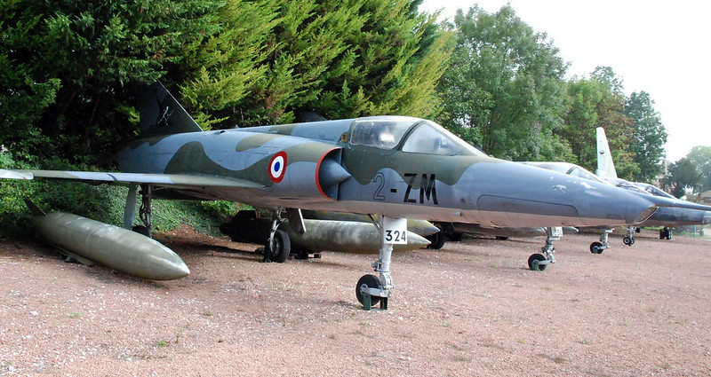 Mirage IIIR, Chateau de Savigny-lès-Beaune, Côte d'Or, Bourgogne, France.