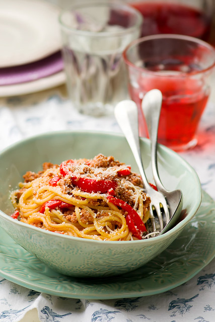 spaghetti with forcemeat and pepper