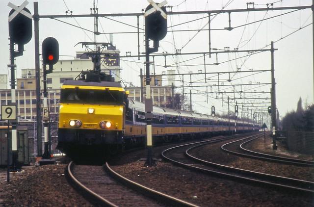 1989-02-19 1607 met langste reizigerstrein ter wereld totaal 60 ICR rijtuigen Eindhoven
