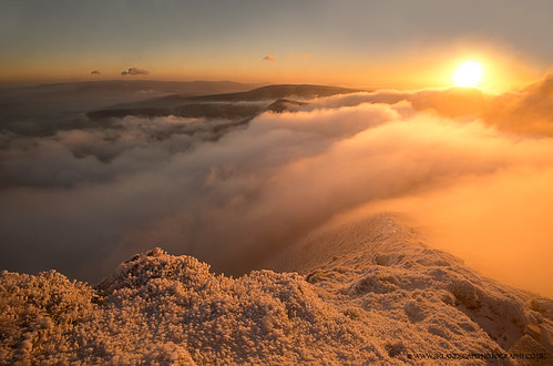 park winter sun snow wales pen sunrise fan y sandra path walk south summit brecon beacons powys fotosandra kepkowska
