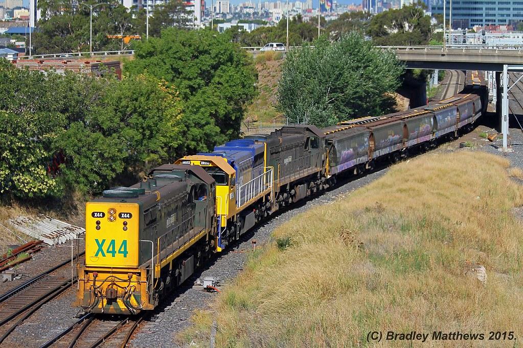 X44 (LEL)-XR553-X39 with a down empty PN grain from Appleton Dock to Tottenham Yard at West Footscray (21/1/2015) by Bradley Matthews