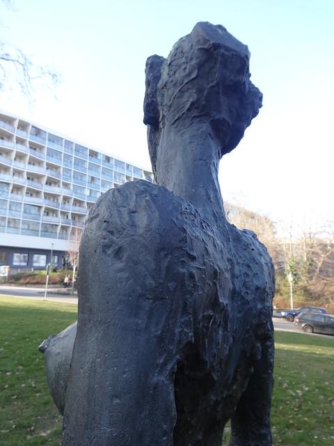 1988 Magdeburg Detail Der Morgen von Franziska Lobeck Bronze Große Klosterstraße in 39104 Mitte