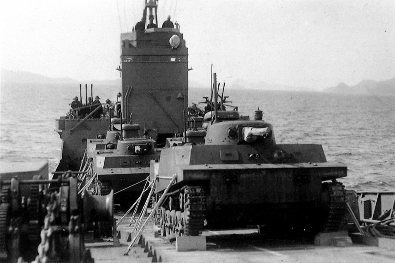 Japanese Type 2 Ka-Mi amphibious tanks
