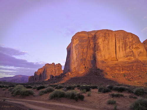 monumentvalley utah navajo indian americanindian viewhotel sunrise color nature photographerspoint paintbox mountain sand magical light morning