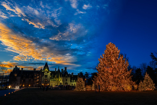 christmas sunset asheville christmastree christmasdecorations bluehour biltmore biltmoreestate biltmorehouse avl wnc westernnorthcarolina exposureblending thebiltmoreestate thebiltmorehouse
