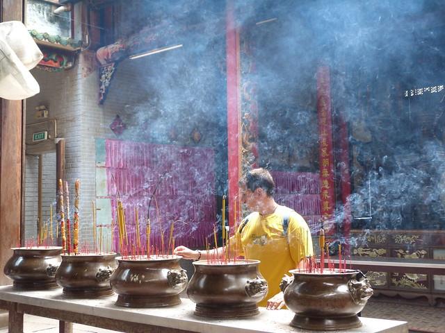 Sele en un templo de Saigón (Vietnam)