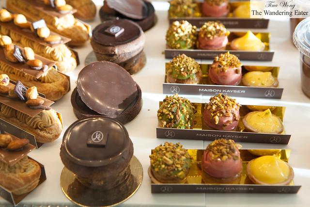 Chocolate tarts and miniature tarts