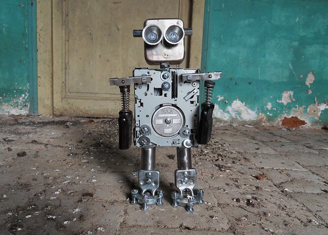 GAZ recycled Assemblage Robot