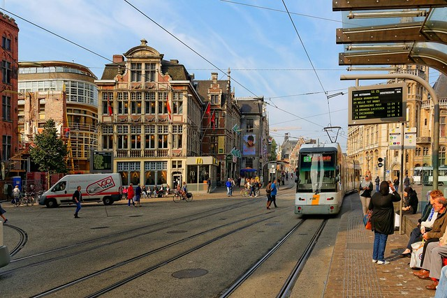 Ghent : The tram line 4 : Cataloniëstraat / Sint-Michielsplein