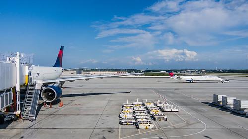 atlanta usa georgia airport atl a330 hartsfieldjackson deltaairlines airbusa330 katl atlanda airbusa330300 n801nw katleham