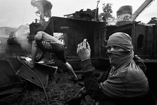 Wrecked ship breaking worker | by SungsooLee.com