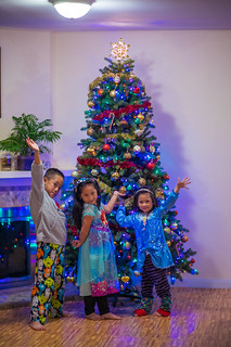 Kids and christmas tree | by charlie617