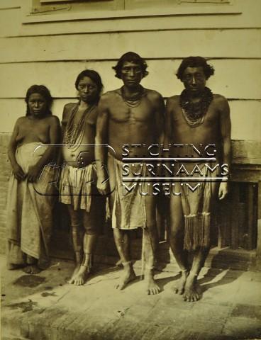 Groepsportret Indianen/Inheemsen   by Stichting Surinaams Museum