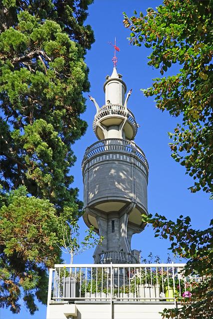 Le château d'eau de la villa Hennebique (Bourg-le-Reine)