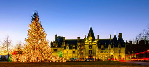 biltmorehouse biltmore asheville northcarolina nc westernnorthcarolina blueridge appalachians house architecture landmark mansion sunset christmas holiday outdoor