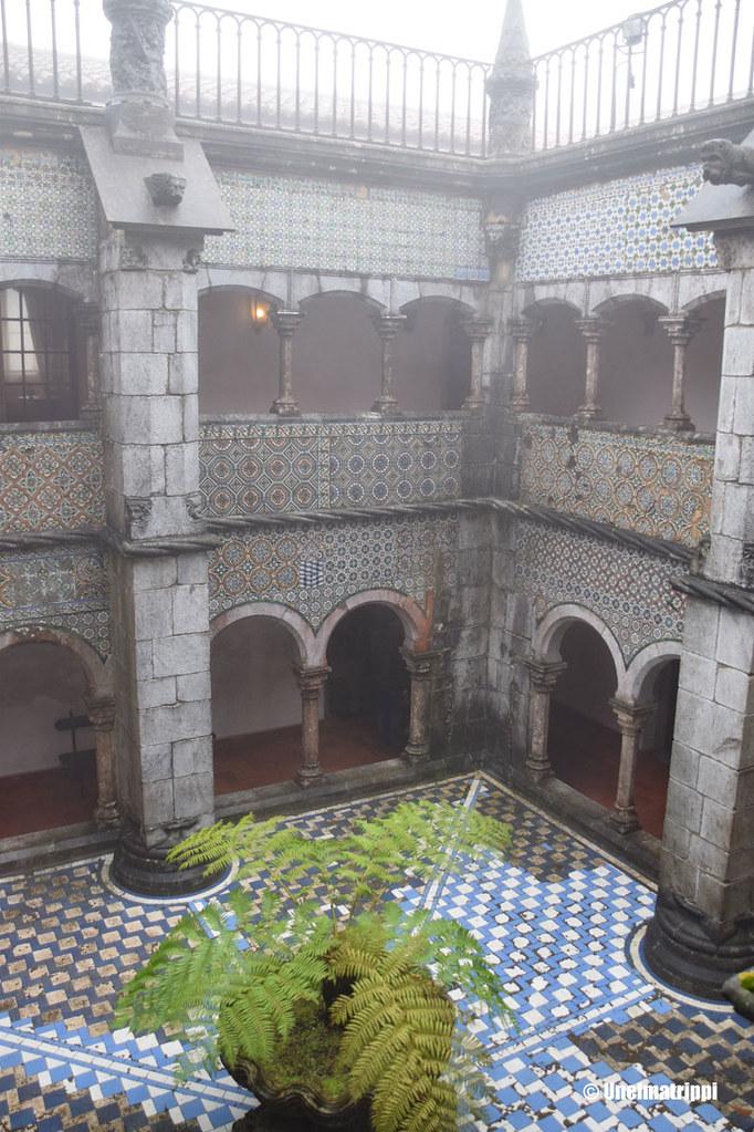 Sumuinen sisäpiha Penan palatsilla