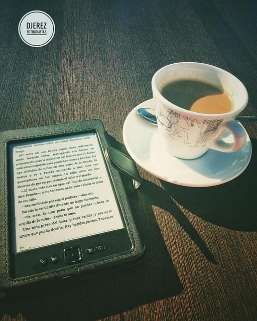 Retomando buenas costumbres, café, solito y buena lectura. #Sibaret #HayQueLeerBastanteMas #kindle #ElPoderDelPerro #DonWinslow
