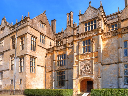 blue sky house somerset tudor montacute montacutehouse biuilding