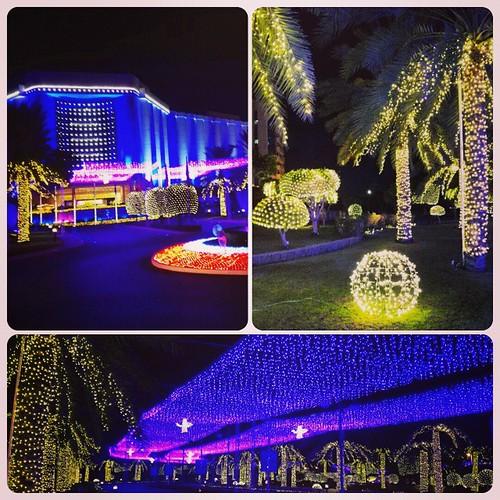 #Christmas #ChristmasLights #NighLights #RitzCarlton #Seef #myBahrain #ILoveBahrain #BahrainatNight #Bahrain   by 4jorge