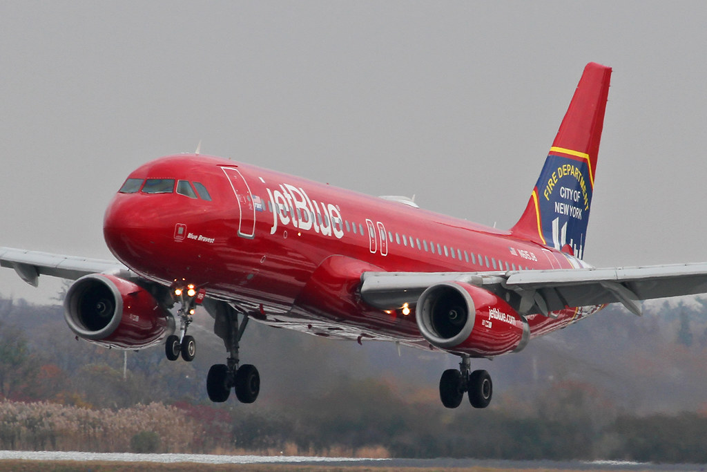 B6.A320.N615JB.2014-11-12.KJFK-A320-232.b-BlueBravest