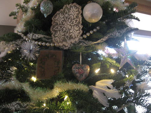 12-07-11-AZ-home-decorated tree-details | by indigowithstars
