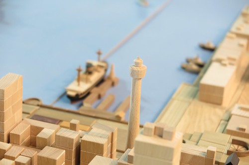地図展2015積木による横浜港再現。