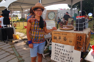 芝宇的自然農地雜草茶行動藝術,李育琴攝 | by TEIA - 台灣環境資訊協會