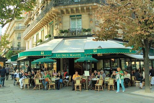 圖02雙叟咖啡館知名度極高,經常高朋滿座。