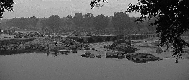 INDIEN, Betwa River  in Orchha am  Morgen, 14040/6895