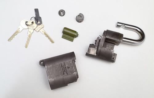 Sargent & Greenleaf 833 High Security Padlock (disassembled) | by dvanzuijlekom