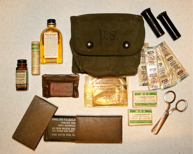 WW-2 US Jungle First-Aid Kit