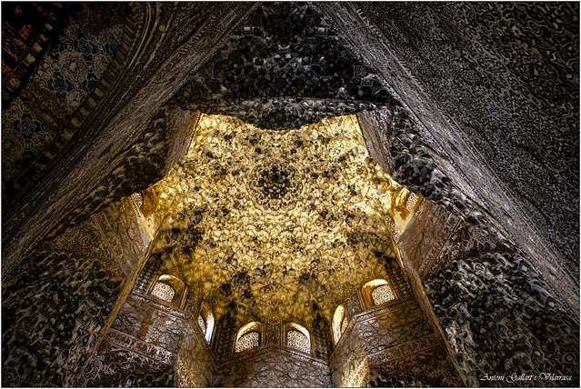 Interior d'una de les torres. - Inside one of the towers. The Alhambra-Granada. (Andalucia-Spain)
